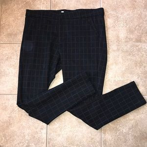Kut from the Kloth Mia Ankle Skinny. Size 14